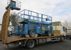 Preprava stroja naložený stroj na valníku